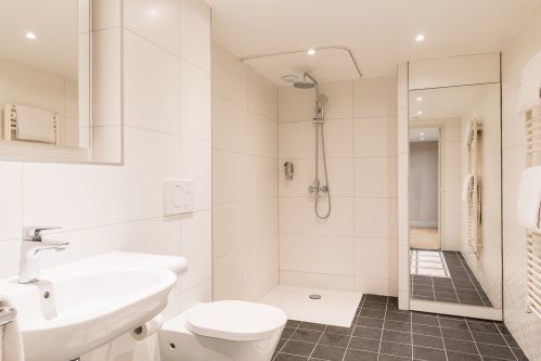 Shower room Studio Apartment Cadet Residence