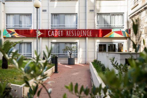 Façade de CADET Residence Paris