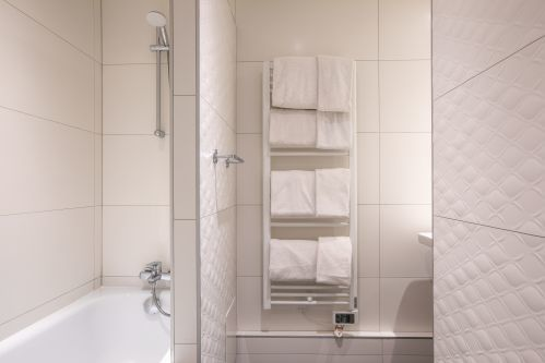 Bathroom Studio apartement CADET Residence Paris